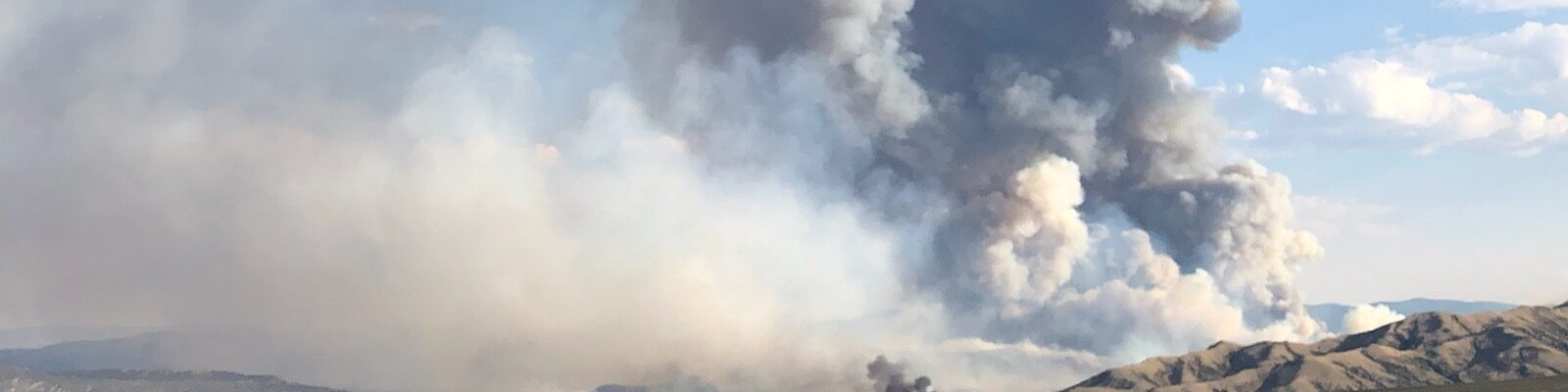smoke column on Richard Mountain Fire